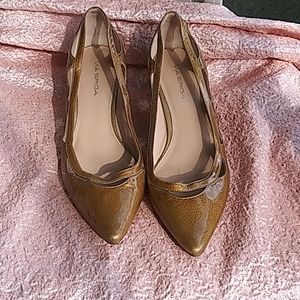 Via Spiga leather gold kitten heels size 10